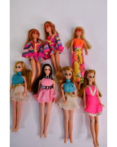 Set Of 7 Vintage Early 1970s Fashion Dolls & Outfits W/4 Topper Dawn & 3 Mattel